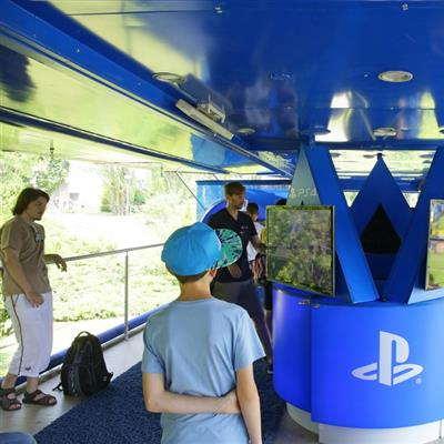 YOU Berlin - Players Corner des Play Station 4 Showtruck