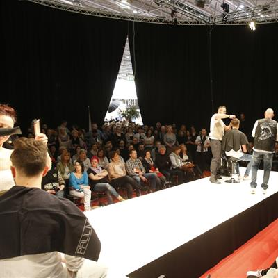 TOP HAIR INTERNATIONAL Düsseldorf Show Paul Mitchell Live Frisieren