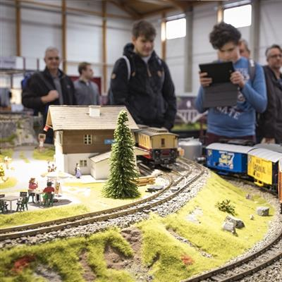Trade fair visitors model railway