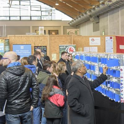 International Trade Show for Fishing, Flyfishing and Aquaristic - Auction of fighting fishes